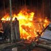 Houten hut door brand verwoest