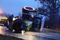 Tractor slaat om bij ongeval