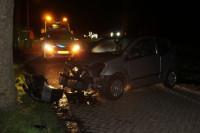 Gewonde bij ongeval auto boom