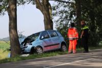 Gewonden bij ongeval, auto tegen boom